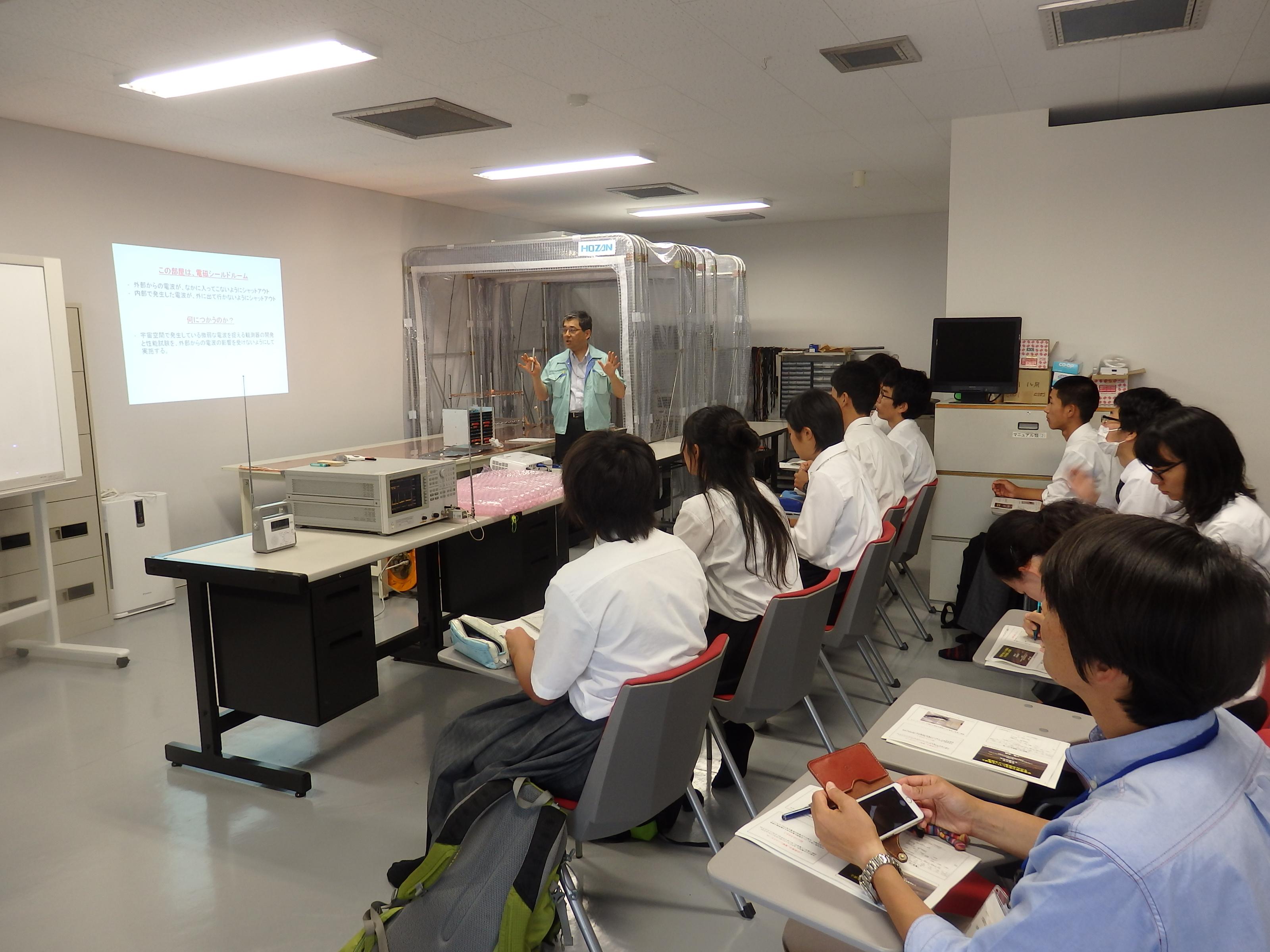 宇宙圏航行システム工学分野の講義の様子
