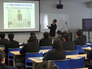宇宙圏航行システム工学分野 山川宏教授による講義の様子
