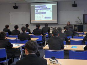 循環材料創成分野 金山公三教授による講義の様子